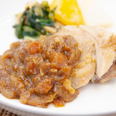 グリルチキンと野菜カレーソースのイメージ